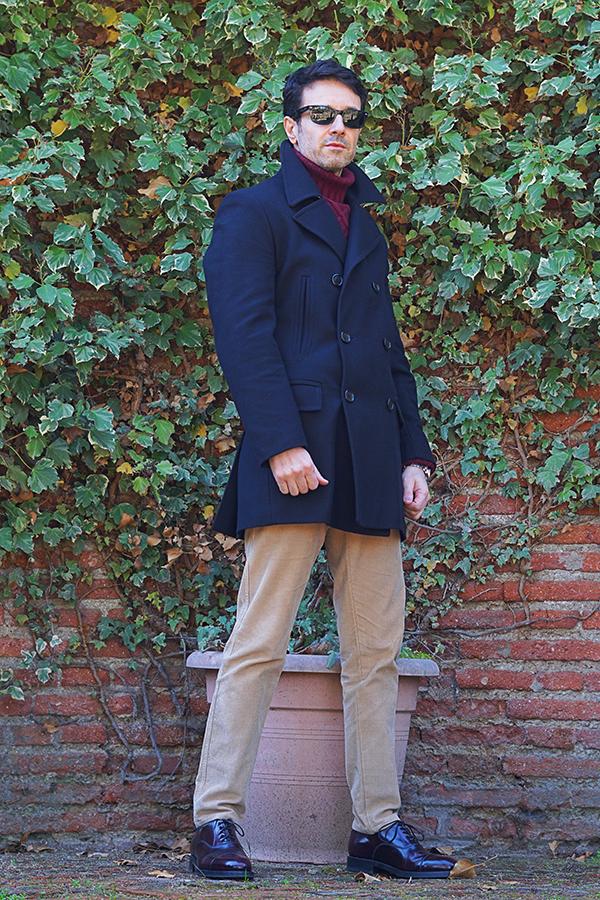 abrigo azul hombre