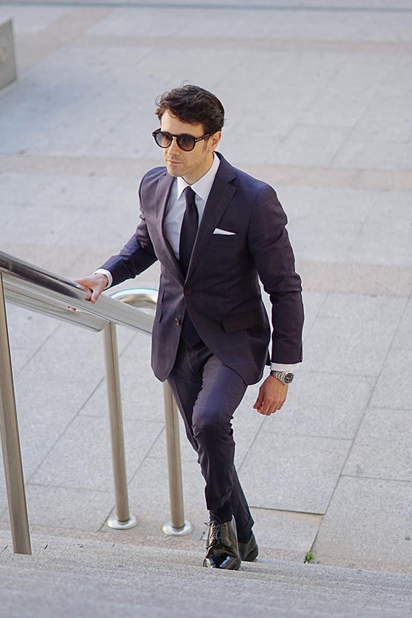 blue square suit style for men