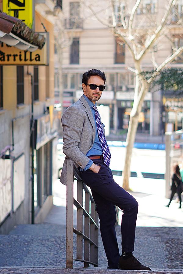 americana gris de hombre estilo