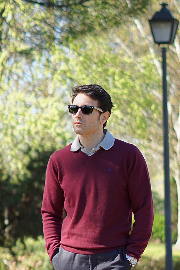 burgundy sweater outfit for men