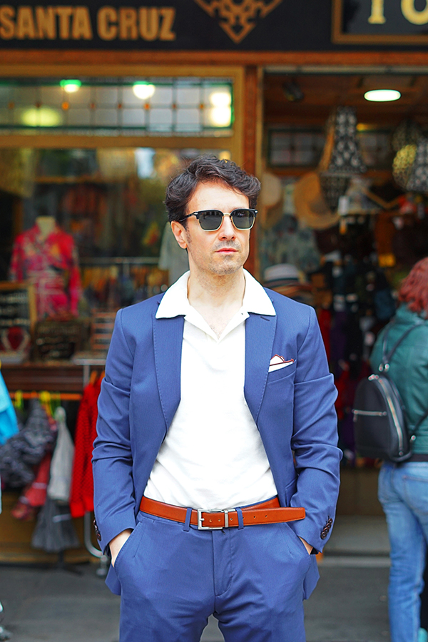 traje azul hombre